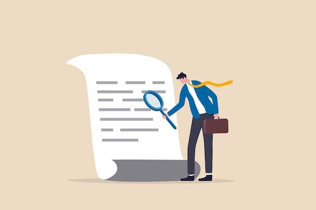 Controllo dei documenti, convalida dell'accordo o del contratto, analisi finanziaria o di bilancio, ricerca del concetto di file di documenti, manager dell'uomo d'affari che tiene in mano una grande lente d'ingrandimento che controlla la carta del documento.