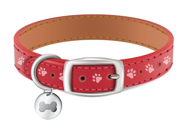 Collare rosso per cane o gatto con medaglia d'argento. isolato su sfondo bianco.