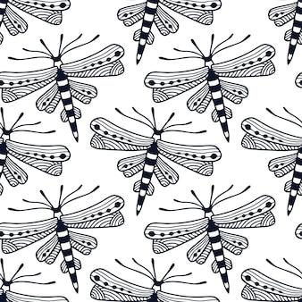 Modello senza cuciture di libellule in stile disegnato a mano ornamentale. design tessile con stampa a blocchi con simpatica libellula in bianco e nero.