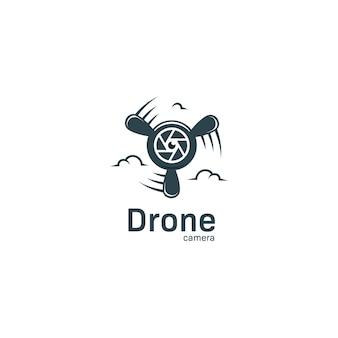 Logo della fotocamera drone con icona dell'obiettivo e logo dell'elica dell'aereo per videografia aerea e agenzia di studi fotografici