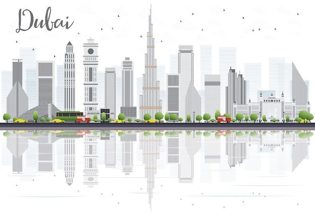 Orizzonte della città della doubai con grey skyscrapers e le riflessioni isolate su bianco.