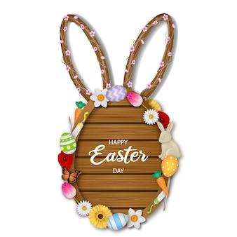 Tavola di legno a forma di uovo di pasqua con fiori di uova e orecchie di coniglio