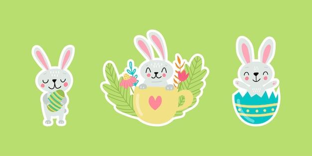 Adesivi di auguri di pasqua con coniglietti. illustrazione vettoriale. set di simpatici personaggi dei cartoni animati ed elementi di design.