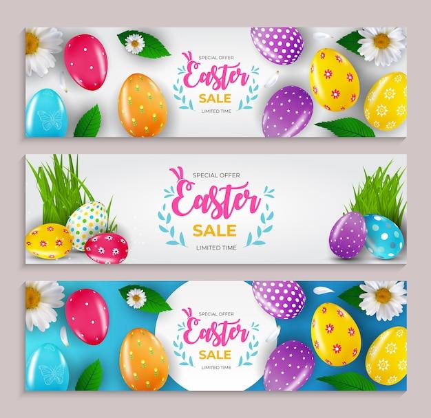 Modello di set di poster di vendita di pasqua con uova di pasqua realistiche 3d e modello di vernice per biglietto di auguri di volantini di poster pubblicitari