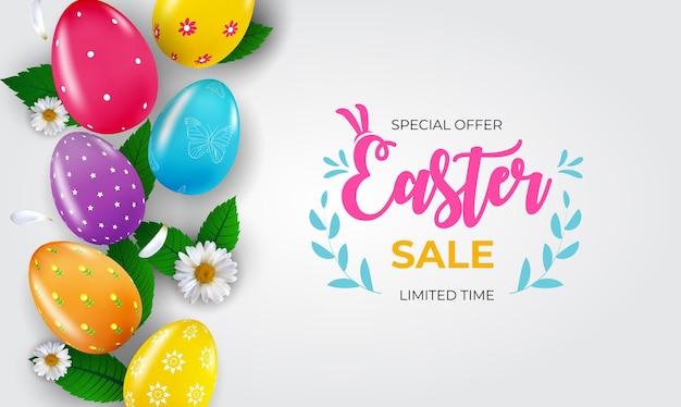 Modello del manifesto di vendita di pasqua con uova di pasqua realistiche 3d e vernice.