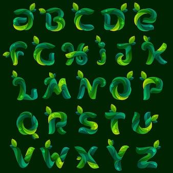 Lettere dell'alfabeto inglese di ecologia formate da foglie verdi.