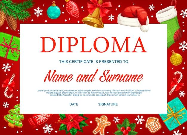 Diploma di istruzione o certificato con cornice di sfondo di regali di natale. premio diploma di maturità scolastica, attestato di conseguimento o apprezzamento con campana natalizia, scatole regalo e calza
