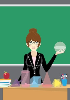 Istruzione, scuola superiore, matematica e concetto di persone - insegnante sorridente in piedi di fronte agli studenti e che mostra uguaglianze matematiche a bordo in classe