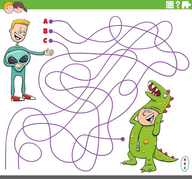 Gioco educativo del labirinto con i ragazzi dei cartoni animati in costume Vettore Premium