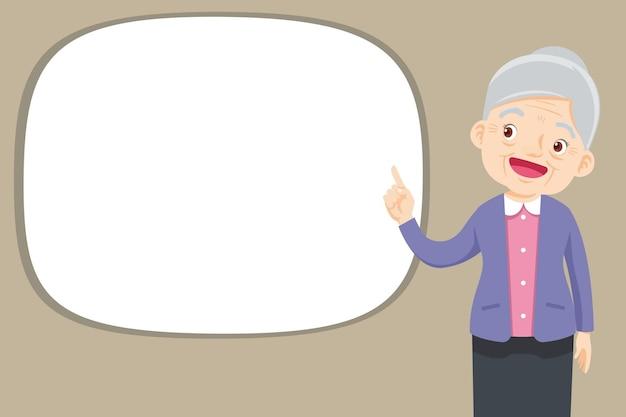 La donna anziana presenta il dito puntato allo spazio vuoto
