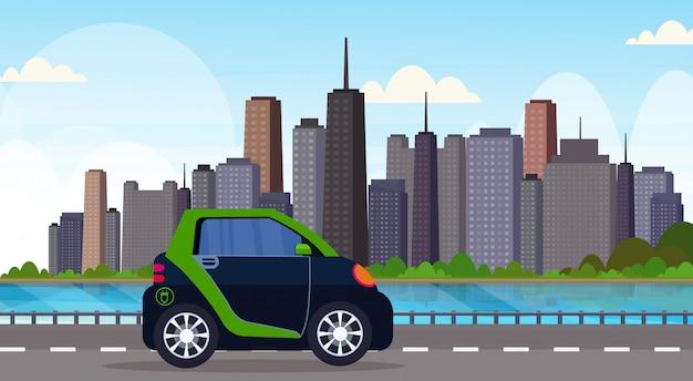 Automobile elettrica che conduce strada principale strada veicolo ecologico veicolo pulito trasporto cura dell'ambiente concetto moderno paesaggio urbano sfondo orizzontale
