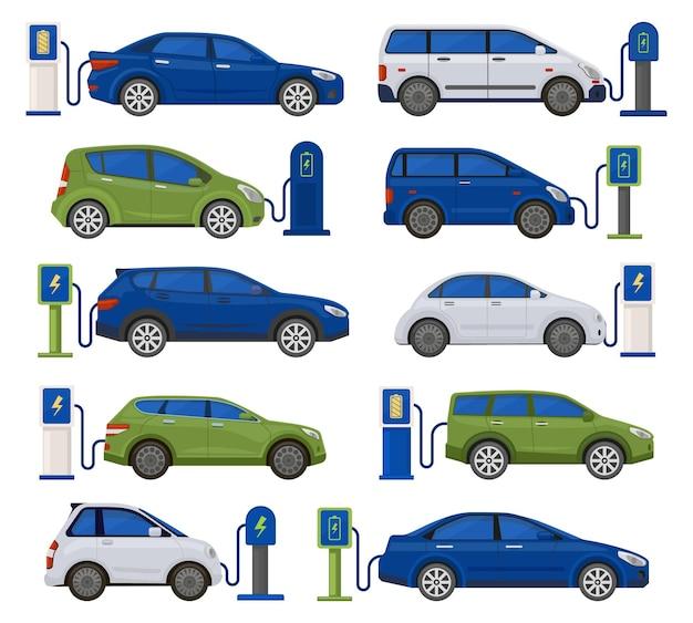 Auto elettriche, ecologia, ricarica veicoli sostenibili. set di illustrazioni vettoriali per automobili rispettose dell'ambiente presso le stazioni di ricarica. trasporto di energia elettrica rinnovabile