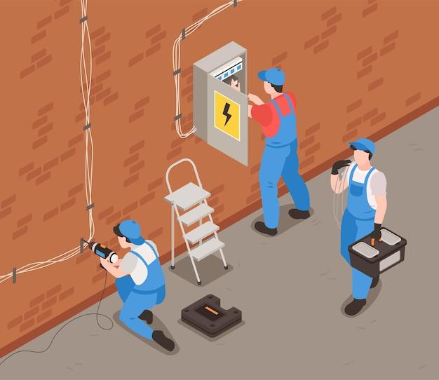 Fondo isometrico dell'elettricista con l'uniforme dell'attrezzatura e l'illustrazione di simboli di lavoro