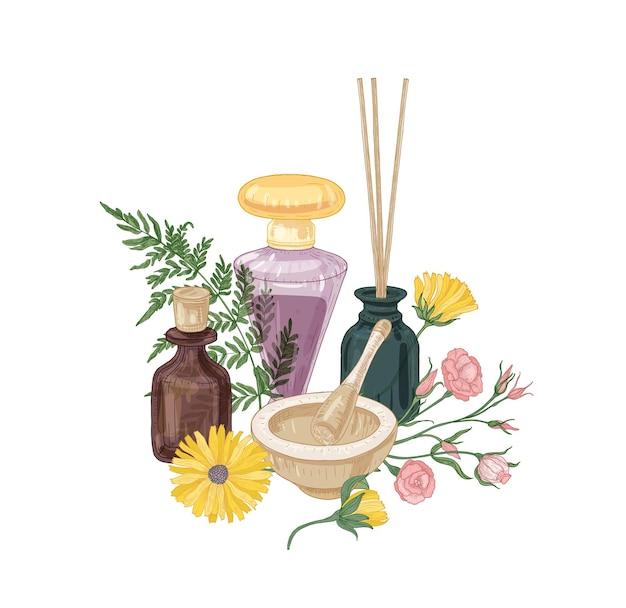 Elegante composizione con cosmetici aromatici, fragranze o odoranti in bottiglie di vetro, mortaio e pestello, bastoncini di incenso e bellissimi fiori in fiore
