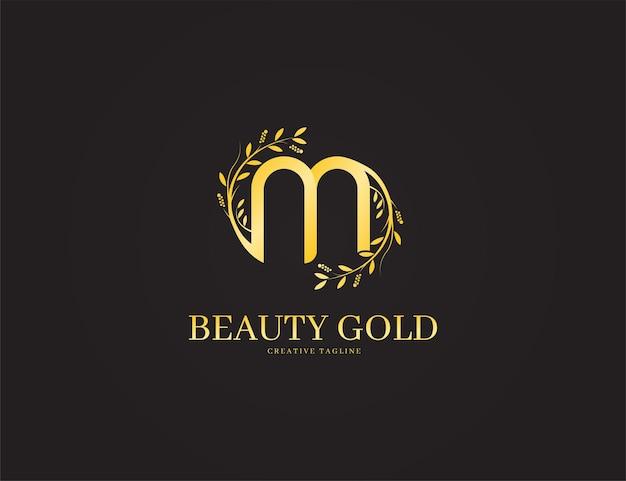 Elegante lusso oro lettera m logo con illustrazione floreale o foglie