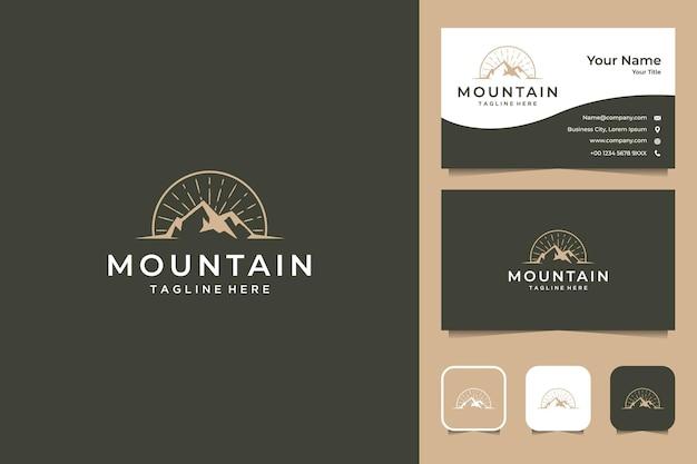 Elegante design del logo vintage di montagna e biglietto da visita Vettore Premium