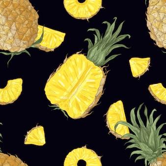 Modello elegante con ananas interi e tagliati su sfondo nero.