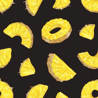 Elegante modello senza cuciture con pezzi di ananas fresco e fette su sfondo nero.