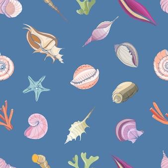 Modello senza cuciture elegante con conchiglie o conchiglie di molluschi su sfondo blu.