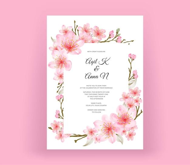 Carta di invito matrimonio elegante con bellissimi fiori di fiori di ciliegio Vettore Premium