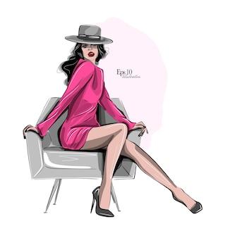 Elegante donna su una sedia che indossa un cappello