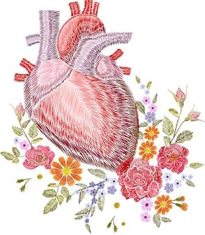 Ricamo crewel cuore anatomico umano medicina organo fiore rosa in fiore. toppa dettagliata con motivo ricamato a punto rosso. illustrazione di vettore del modello di decorazione di moda.