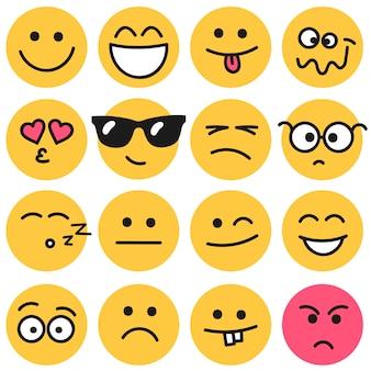 Insieme isolato di facce rotonde emotive