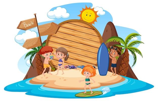 Modello di banner vuoto con carattere per bambini durante le vacanze estive in spiaggia su sfondo bianco