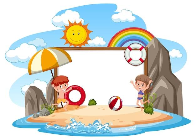 Modello di banner vuoto con bambini in vacanza in spiaggia su sfondo bianco