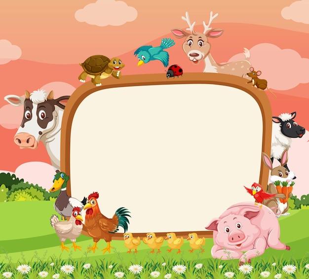 Banner vuoto con vari animali da fattoria nella foresta Vettore Premium