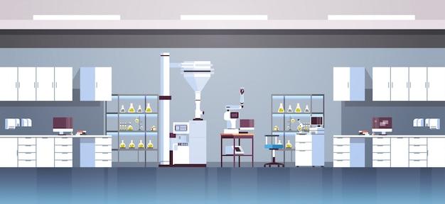 Laboratorio di ricerca chimica vuoto con attrezzature diverse