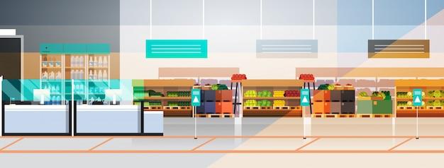Svuotare il supermercato no people durante la pandemia di coronavirus quarantena concetto covid-19 epidemia