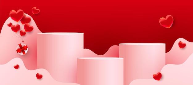 Podi vuoti, piedistalli o piattaforme con forme ondulate tagliate in carta, palloncini rossi d'amore e regali su sfondo rosso. scena minimale con forme geometriche per la presentazione del prodotto.