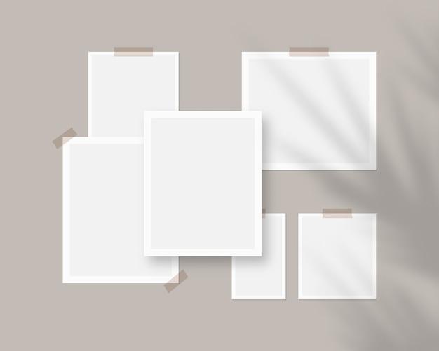 Fogli vuoti di carta bianca sul muro con sovrapposizione di ombre
