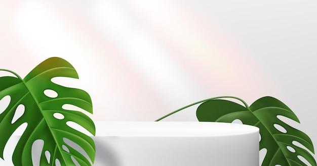 Podio bianco vuoto per dimostrazione del prodotto con foglie di monstera.