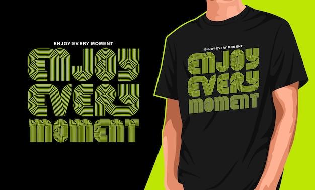 Goditi ogni momento del design della maglietta Vettore Premium