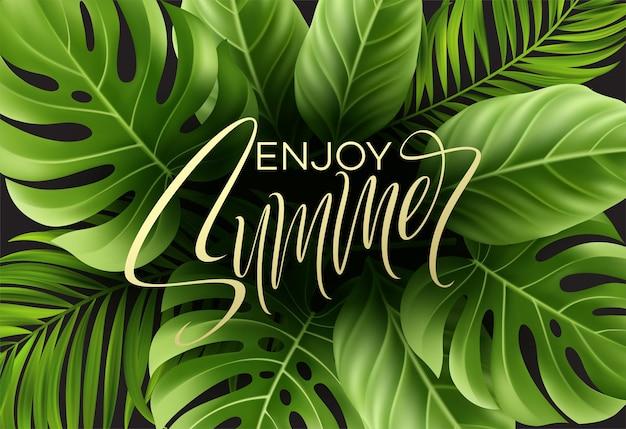 Goditi la carta estiva con foglia di palma tropicale e scritte a mano.