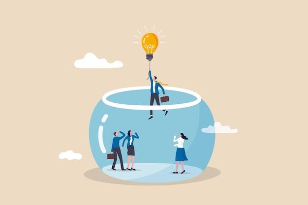Fuga di imprenditorialità dal lavoro di routine, idea di libertà per avviare nuove attività, soluzione per risolvere il concetto di problema, imprenditore d'affari intelligente che vola con la lampadina idea palloncino fuga dal serbatoio di pesce