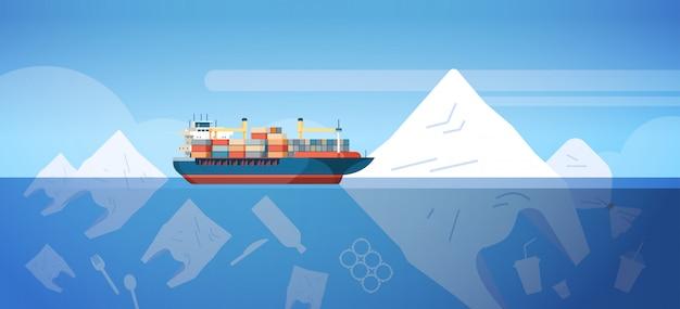 Problema ambientale dell'inquinamento di rifiuti di plastica nell'oceano con i sacchetti della nave porta-container e altri rifiuti inquinanti che galleggiano la superficie subacquea salvano il concetto orizzontale della terra piano