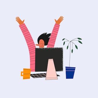 La donna d'affari etnica si rallegra al computer