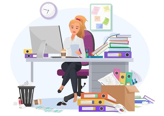 Esausta sopraffatta dal lavoro la giovane impiegata rimane fino a tardi al lavoro in ufficio