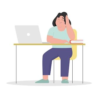 Donna esaurita che si siede e lavora