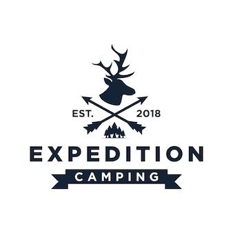 Modello di logo campeggio spedizione