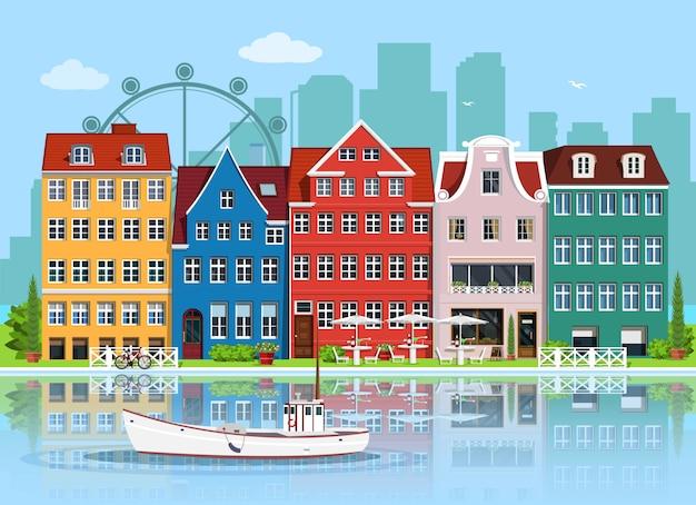 Facciate di vecchi edifici europei carini. set di case grafiche dettagliate. centro storico, riflesso d'acqua e barca. illustrazione di stile piatto.