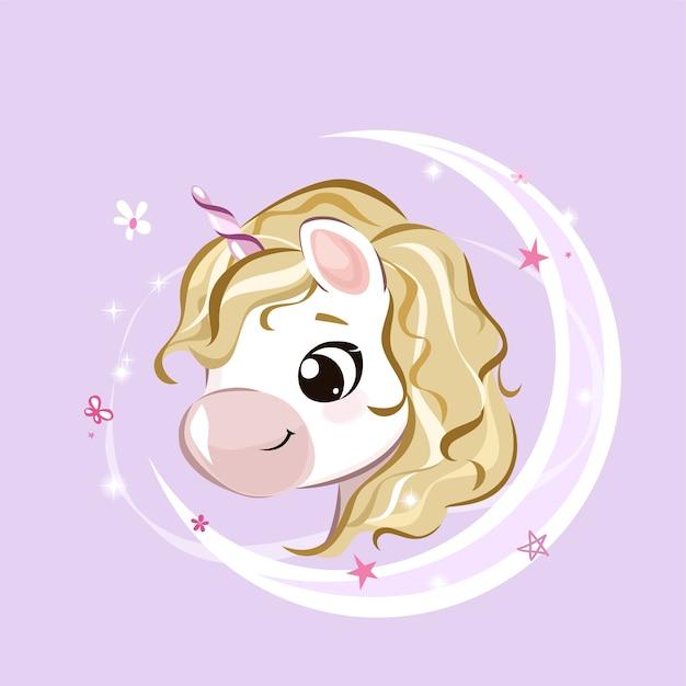 Composizione da favola con grazioso piccolo unicorno, stelle e mezzaluna su sfondo pastello.