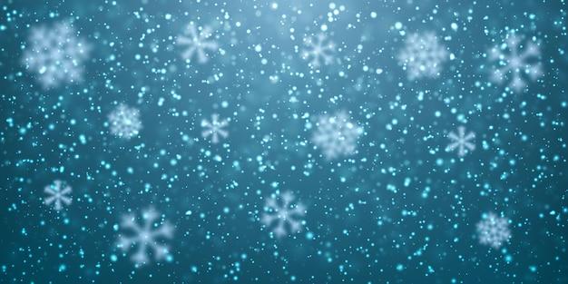 Fiocchi di neve che cadono su sfondo scuro. nevicata