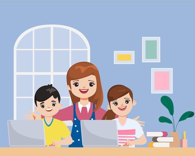 Assistenti familiari che mantengono i bambini imparando mentre sono a casa