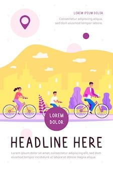 Famiglia in bicicletta nel parco urbano e bambino in bicicletta in città