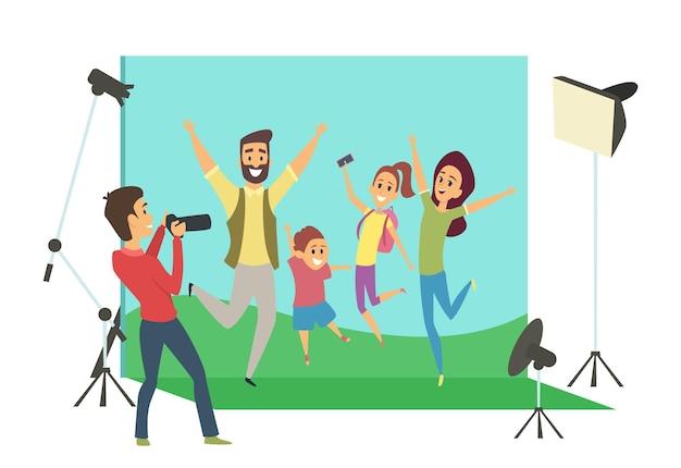 Servizio fotografico di famiglia. madre, padre e figli in studio.