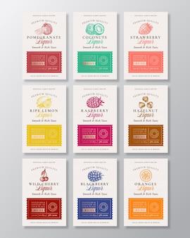 Collezione di etichette alcoliche per liquori a base di frutta, bacche e noci.